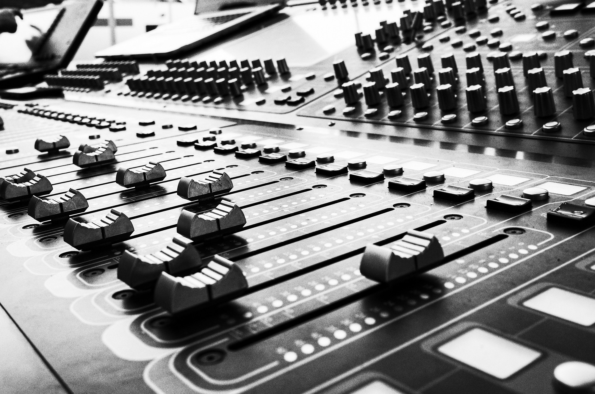 Why Do Recording Artists Need Mixing and Mastering Services?